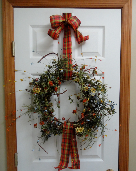 Genial ... The Wreath, Then Feed It Through The 2nd Slot In The Door Hook From The  Front. Feed The Ribbon Back Through The Top Slot Of The Door Hook And Tie A  Bow.
